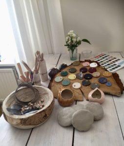 Kleiwijf-Jet-Pouw-cursus-workshop-keramiek-muurlichtje-troostlichtje-koestering-Leusden-Zuid-Amersfoort- klei-kleigereedschap